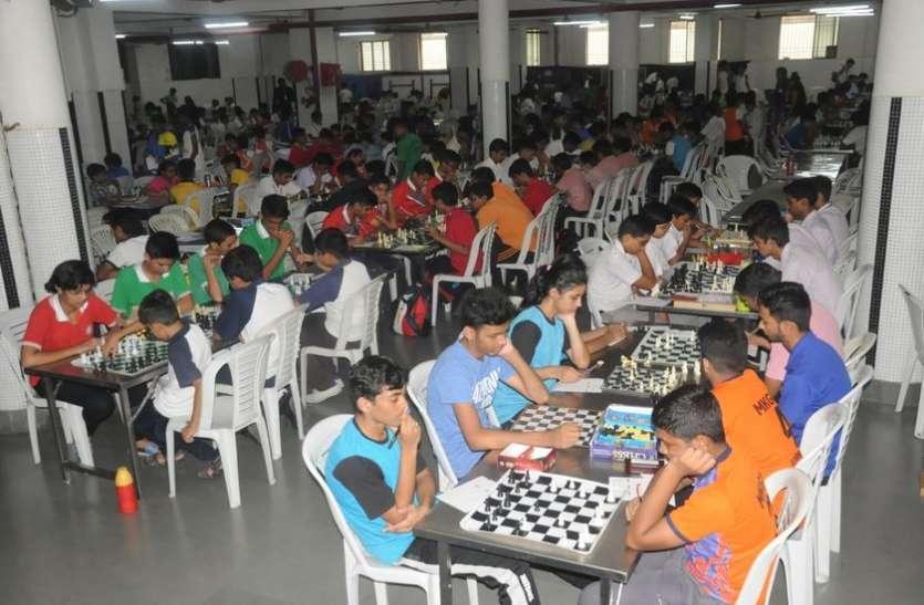 Sports tournament; यहां जुटे है एक हजार चेस के खिलाड़ी