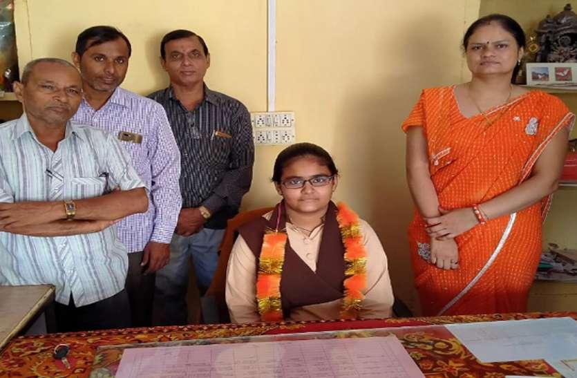 बालिका दिवस: प्रार्थना से लेकर छुट्टी तक बेटियों ने संभाली जिम्मेदारी