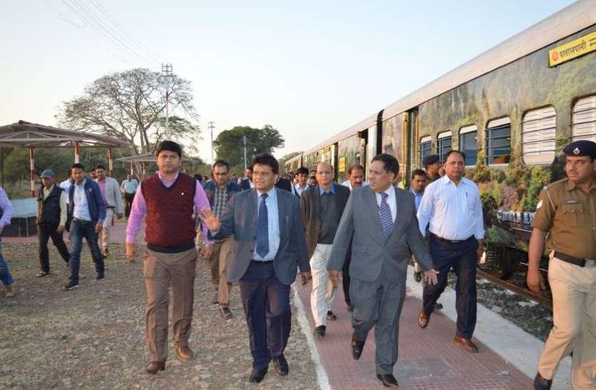 Ratlam Mandal: ट्रेन में घुमाने के बहाने कर दिया ऐसा फर्जीवाड़ा