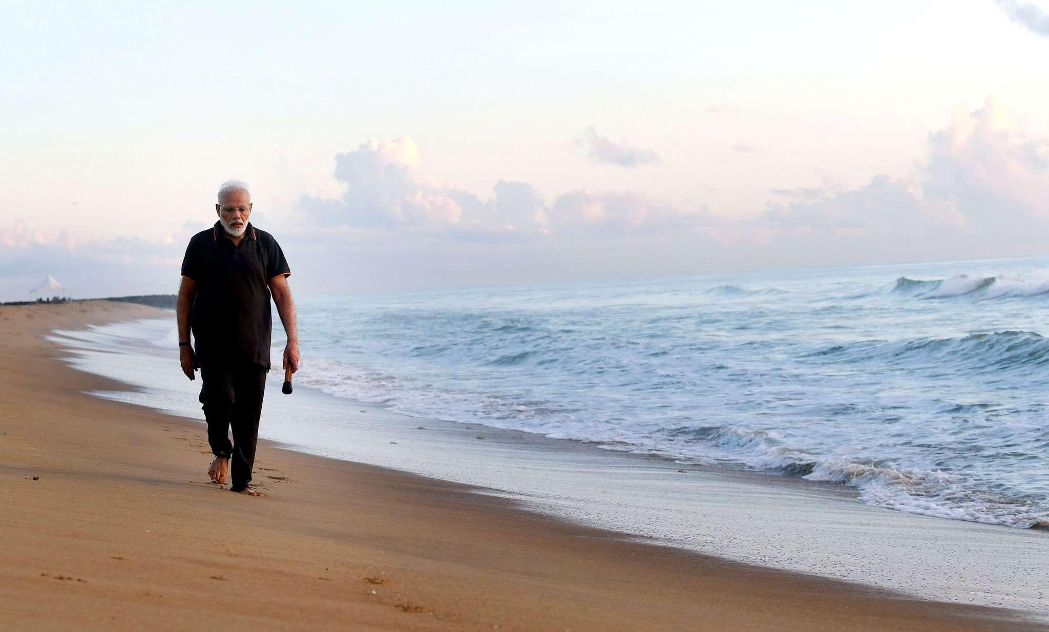 Pm modi clean-garbage in mahabalipuram beach: Live Updates Tamailnadu