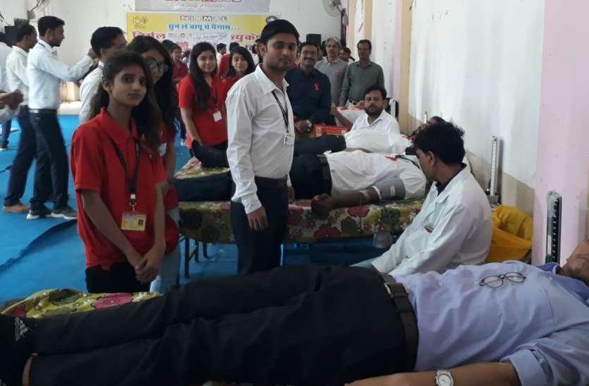 शिक्षण संस्थान में 82 जनों ने किया रक्तदान