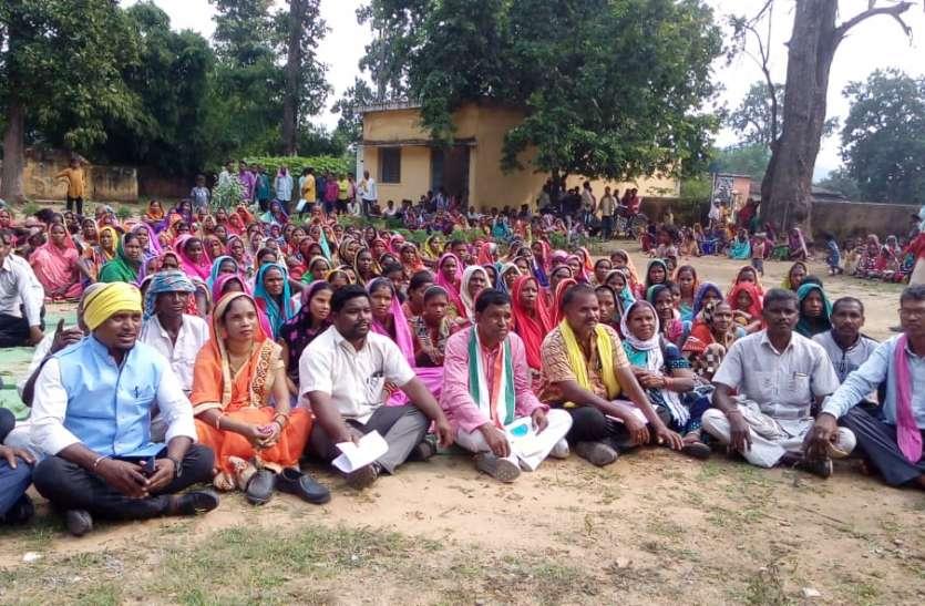 300 ग्रामीणों ने किया जनसुनवाई का विरोध, बोले नहीं चाहिए कोयला खदान