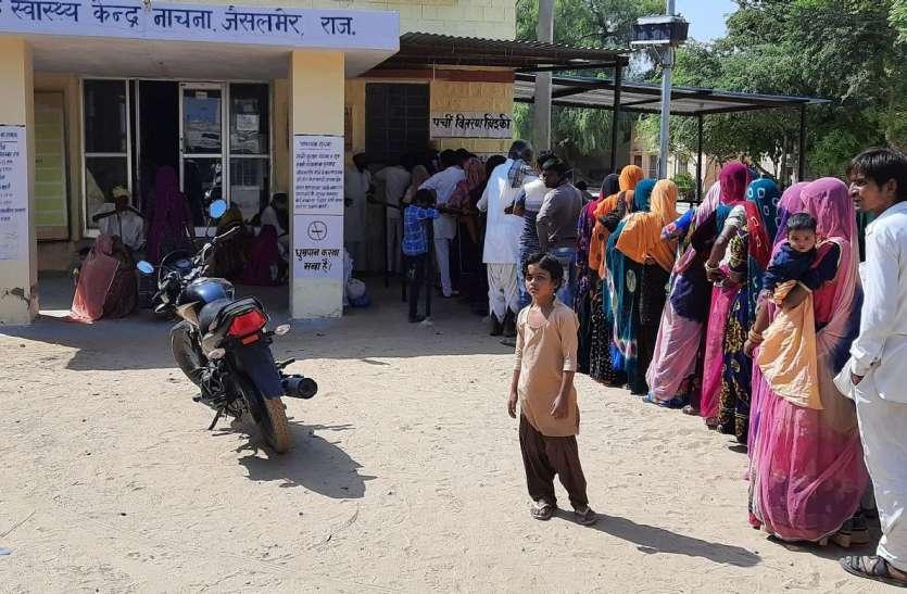 बिन चिकित्सक का अस्पताल,मरीजों की लग रही है लम्बी कतारेंं