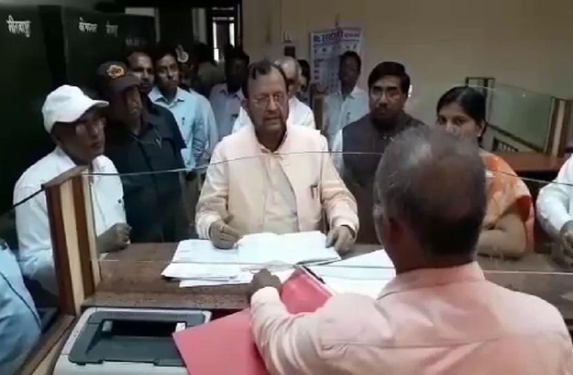 भड़के कैबिनेट मंत्री सुरेश खन्ना ने कहा, एक बूंद स्याही से खराब कर दूंगा जिंदगी