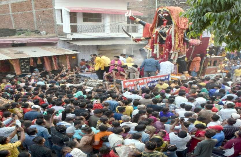 भक्तों की सारी मनोकामनाएं पूरी करती हैं मन्नत वाली महाकाली, विसर्जन जुलूस में उमड़ा आस्था का सैलाब