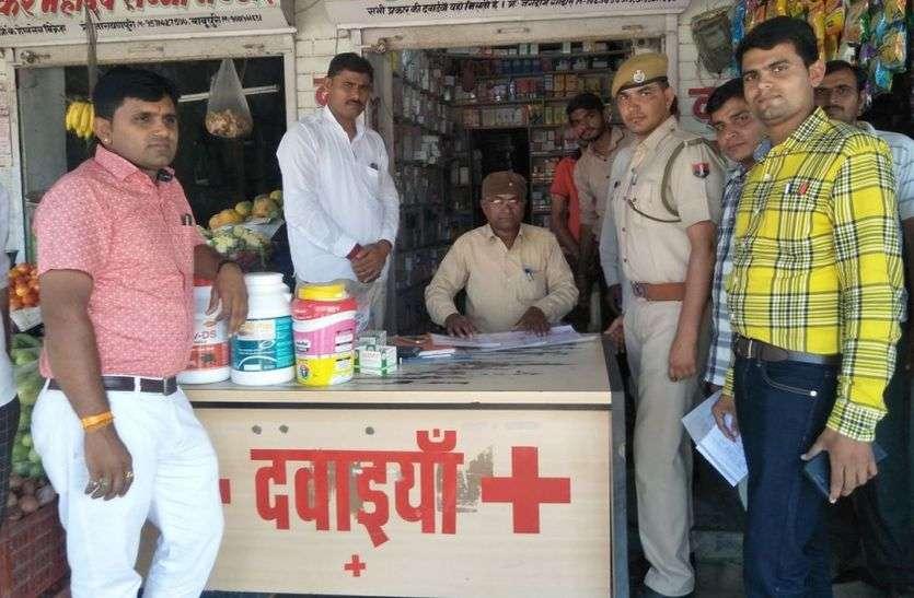 लाइसेंसी दुकानों की जांच को पहुंचे अधिकारी तो अवैध दुकानों पर लगे ताले