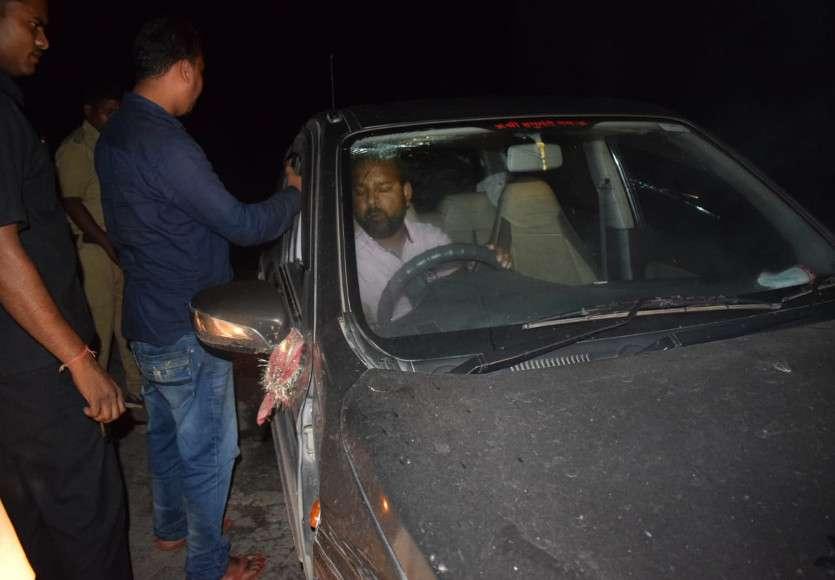 शराब के नशे में कार चला रहे युवक ने कैबिनेट मंत्री की कार को मारी टक्कर, युवक की हालत देख मंत्री ने किया ये