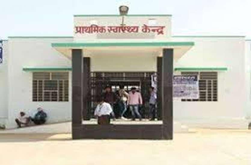 स्वास्थ्य सेवा के नाम पर चिकित्सा विभाग कर रहा है इन ग्रामीणों को 'गुमराह