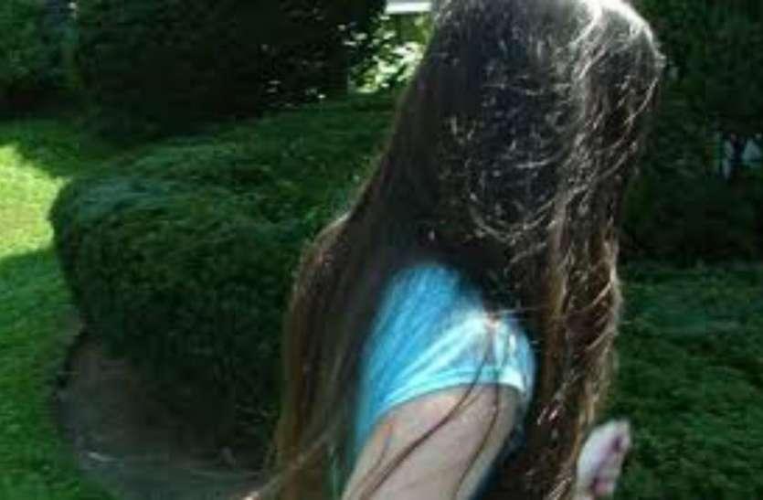 किशोरी के कपड़े उतार मनबढ़ों ने पेड़ से बांध दिया, मुंह में कपड़ा ठूस...