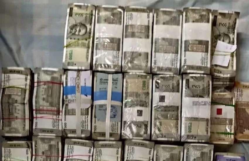 जी परमेश्वर के ठिकानों पर आयकर विभाग की दबिश, 5 करोड़ रुपए कैश जब्त