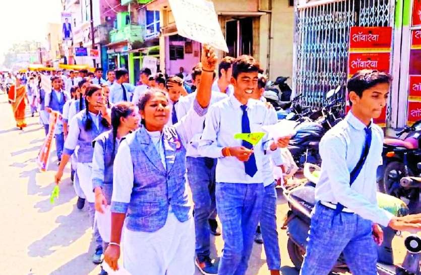 बाल श्रम के खिलाफ बच्चों ने निकाली जागरुकता रैली
