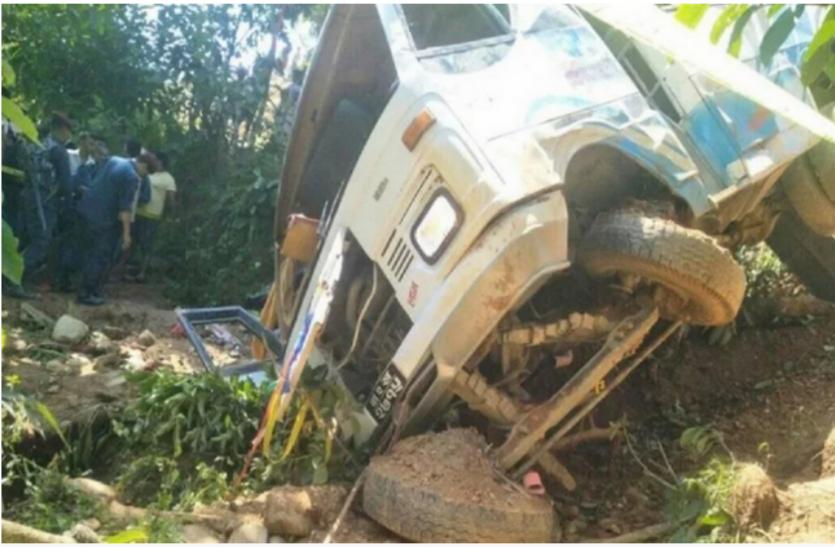 नेपाल: राजधानी काठमांडू जा रही बस खाई में गिरी, 14 की मौत, 100 से अधिक घायल