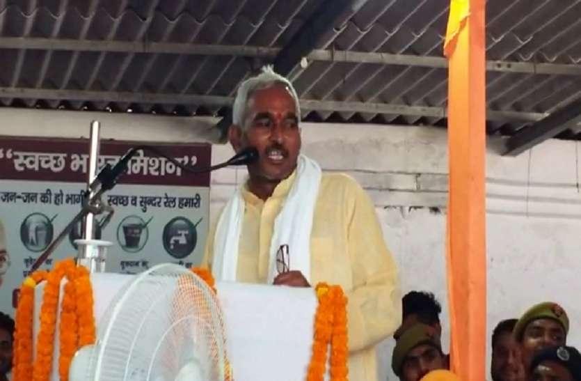भाजपा विधायक सुरेंद्र सिंह का विवादित बयान, कहा-  बलिया में दो मंत्री, एक कुंवारा, एक आवारा...