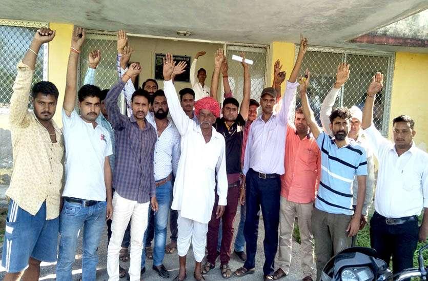 राज्य बीज विधायन केन्द्र दूनी पर प्रदर्शन कर किया प्रदर्शन, किसानों को बीज नही देने का लगाया आरोप