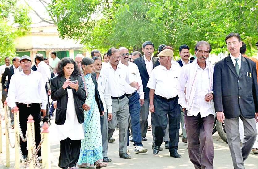 MP में विरोध-प्रदर्शन: वकील, व्यापरियों की हड़ताल, तहसीलदार चले गए सामूहिक अवकाश पर...