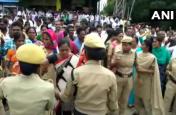 आत्मदाह करने वाले TSRTC कर्मी की मौत, अस्पताल के बाहर साथी कर रहे प्रदर्शन
