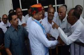 PM Modiलोकतंत्र का गला घोंट रहे हैं : अशोक गहलोत