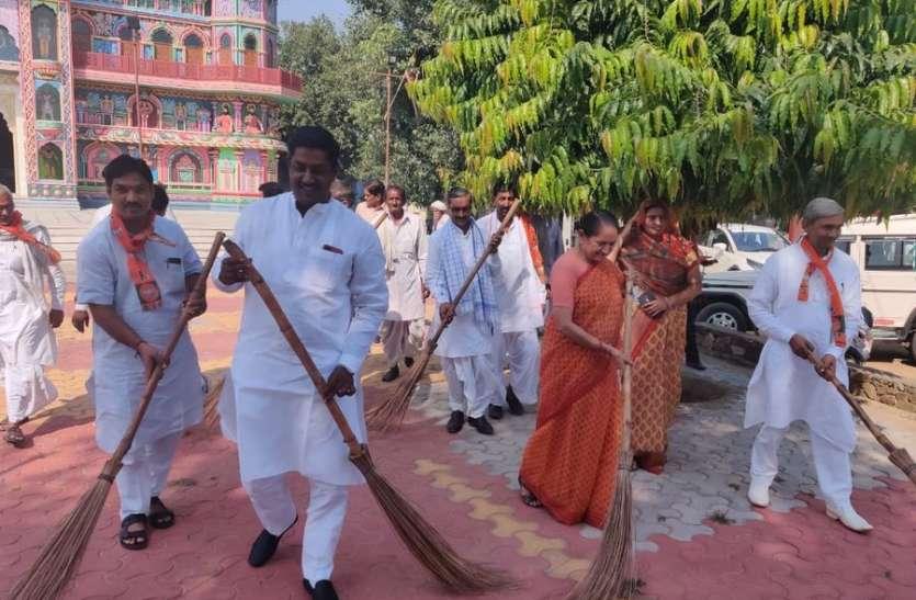 सांसद जसकौर मीना ने गांवों में निकाली गांधी संकल्प यात्रा