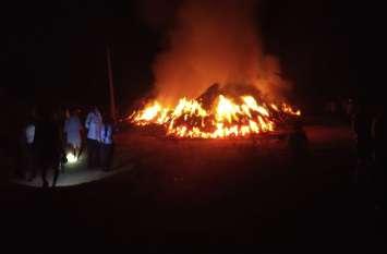 आग में जली कड़बी, हजारों रुपए का नुकसान