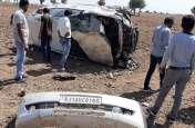 Road accident: अनियंत्रित होकर पलटी कार, टूटा पोल