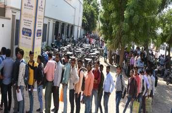 बीकानेर : नौकरी की उम्मीद में आए हजारों युवा