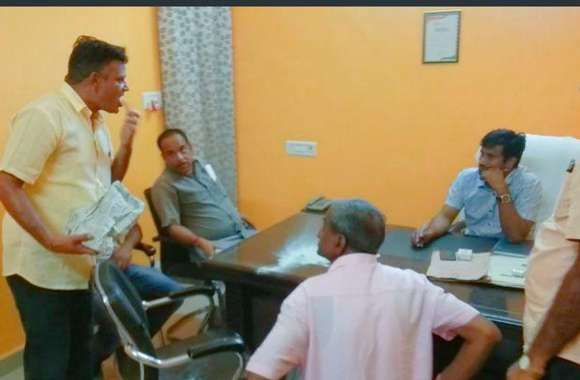 Video News: पार्षद ने ईओ के सामने खाया मच्छर मारने का पाउडर