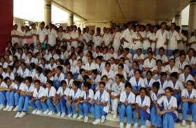BREAKING : VIDEO - एमवाय अस्पताल की नर्सिंग छात्राओं को अटेंडर ने पीटा, गंदी-गंदी गालियां बकी, बोला- बाहर तो निकलो