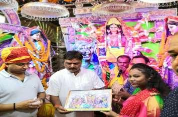 देश भर में फेमस है सुलतानपुर का दुर्गापूजा महोत्सव, मातारानी के अंतिम दर्शन को उमड़ा श्रद्धालुओं का सैलाब