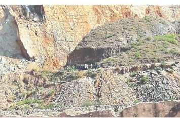 राजस्थान में खनन माफियाओं ने अरावली की पहाडिय़ों पर किए कब्जे, पांच करोड़ मीट्रिक टन से ज्यादा खनिज निकाल चुके