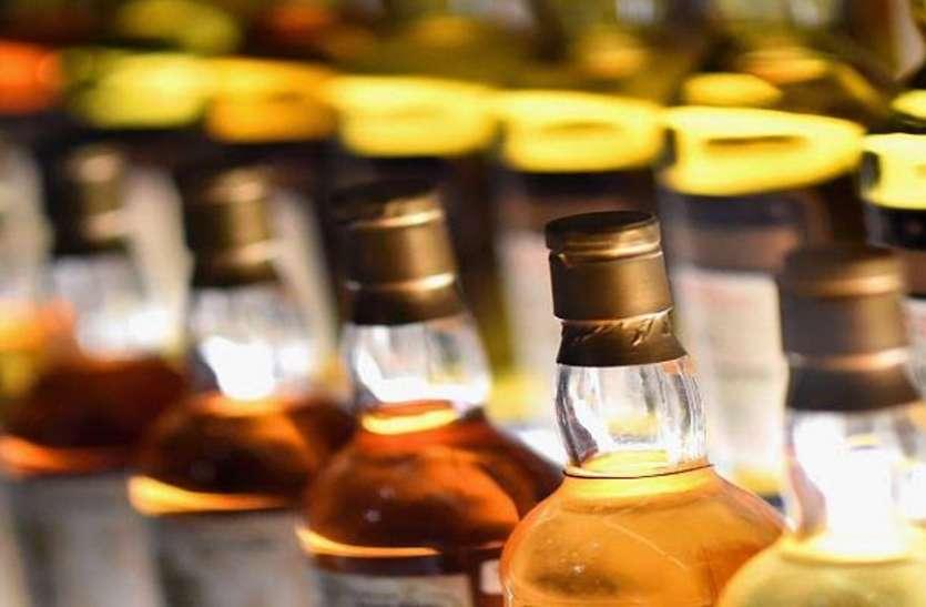 बॉर्डर के गांव में अवैध शराब के गोदाम, 35 लाख की शराब एक घर से बरामद