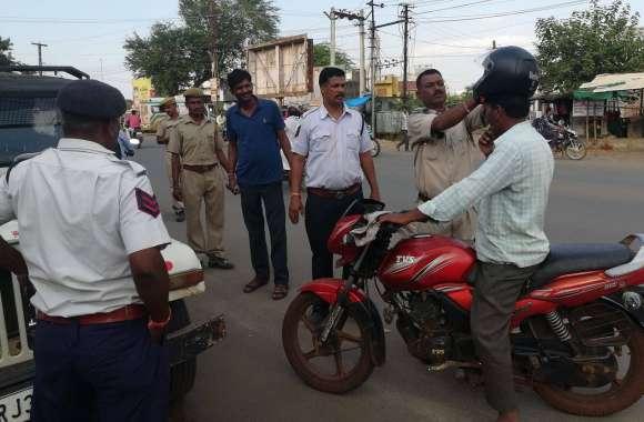 यातायात पुलिस 10 दिन तक नियमों का पाठ पढ़ाएगी, अभियान के पहले दिन 57 वाहनों के बनाए चालान, की समझाइश