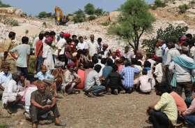 अवैध खनन आरोप में हंगामा और खननकर्ता ASI सुरेश मीणा का घेराव