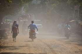 उड़ रही धूल बन रही राहगीरों को मुसीबत,सड़कों की मरंमत के नाम पर डाल दी मिट्टी मुरम