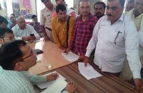भाजपा नेता ने कहा 15 हजार रुपए लेता है खाद्य अधिकारी