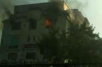 जयपुर में टोंक रोड स्थित एक होटल की तीसरी मंजिल में लगी आग, मची-अफरा तफरी