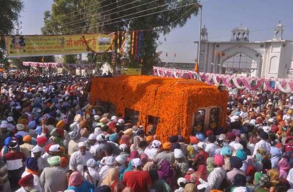 श्रीगंगानगर.अंतरराष्ट्रीय नगर कीर्तन, श्रीगुरुग्रन्थ साहिब के दर्शनों को उमड़ा जनसैलाब......देखें खास तस्वीरें