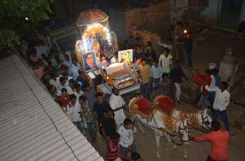 अलवर में दुल्हन खुद बारात लेकर गई ससुराल बग्गी पर निकली निकासी:देखे तस्वीरें