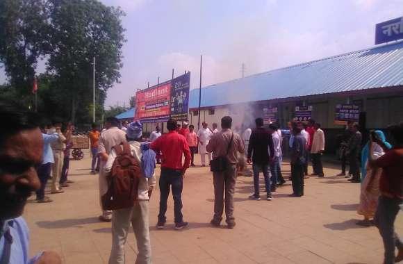 रेल के निजीकरण का विरोध में प्लेटफार्म पर किया प्रदर्शन,निकाली रैली