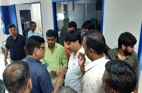 भाजपा नेता ने नहीं चुकाया बिल, बिजली कम्पनी  ने कनेक्शन काटा तो कार्यकर्ताओं ने किया प्रदर्शन