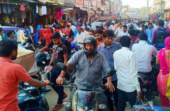 दीपावली की सेल से बिगड़ी यातायात व्यवस्था