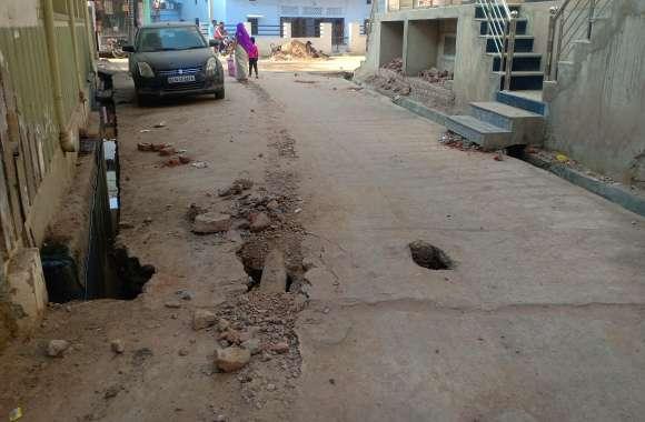 करोड़ों खर्च कर बनाई सड़कों को पीएचईडी कर रही है क्षतिग्रस्त