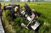 रंजिश में हुई हवाई फायरिंग, पलटी ट्रैक्टर ट्राली, 6 लोग घायल