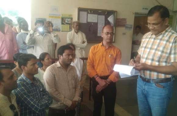 अखिल भारतीय संविदा कर्मचारी महासंघ ने सौंपा मुख्यमंत्री के नाम ज्ञापन