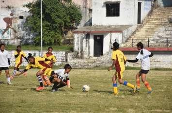 School Education News:बैडमिंटन, फुटबॉल का रोमांच बरकरार