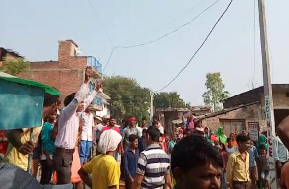 सड़क जाम के बाद दारोगा के खिलाफ दर्ज हुआ हत्या का मुकदमा, गिरफ्तारी की मांग