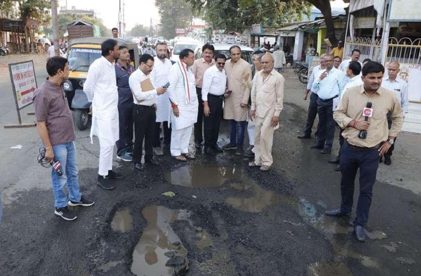 मंत्री सज्जन सिंह वर्मा ने भाजपा पर साधा निशाना, बोले- क्या अमेरिका में भी बारिश के बाद इसी तरह उखड़ जाती हैं सड़कें