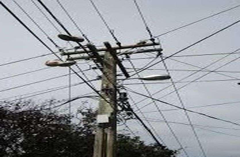 बिजली चोरी करते पकड़े, सवा तीन लाख का जुर्माना
