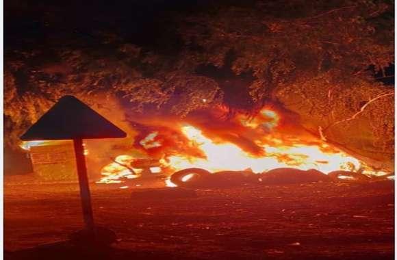 आग से टायर व सामान जलकर राख