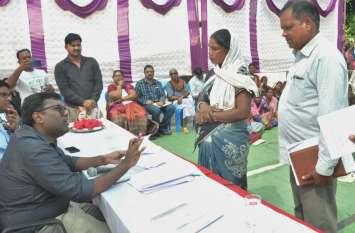 ग्रामीणों ने गिनाई समस्या, कलेक्टर ने निराकरण के दिए निर्देश