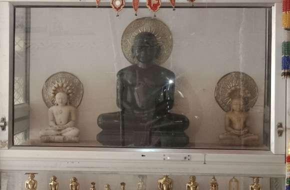 200 वर्ष पुराना जैन मंदिरः करवा चौथ की रात्रि में मंदिर के शिखर में समा गई थी ज्वाला